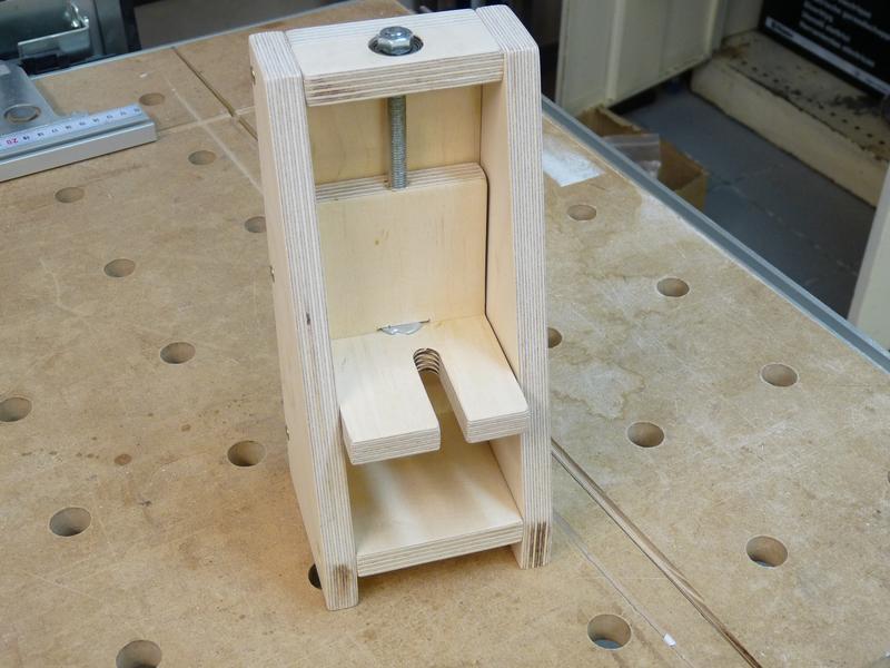 router lift. Black Bedroom Furniture Sets. Home Design Ideas